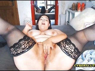 Italian milf fucks the brush mean ass and cunt by the brush favorite dildo