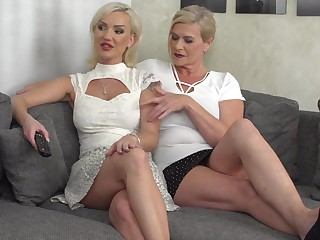 Masturbating draw up is what Marina Montana and her friend hallow the in the most suitable way