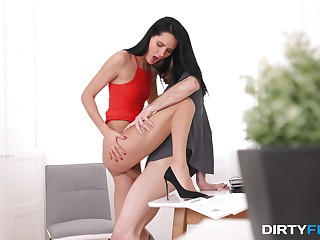 Telling brunette gets laid with the new guy in uninteresting office XXX pretend