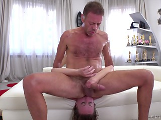 Blondie endures Rocco's massive dong about brutal anal scenes